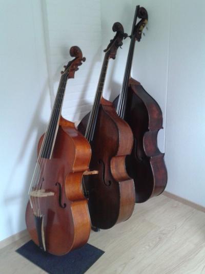 3 basses